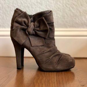 Gianni Bini grey booties with bow. Size 6.5